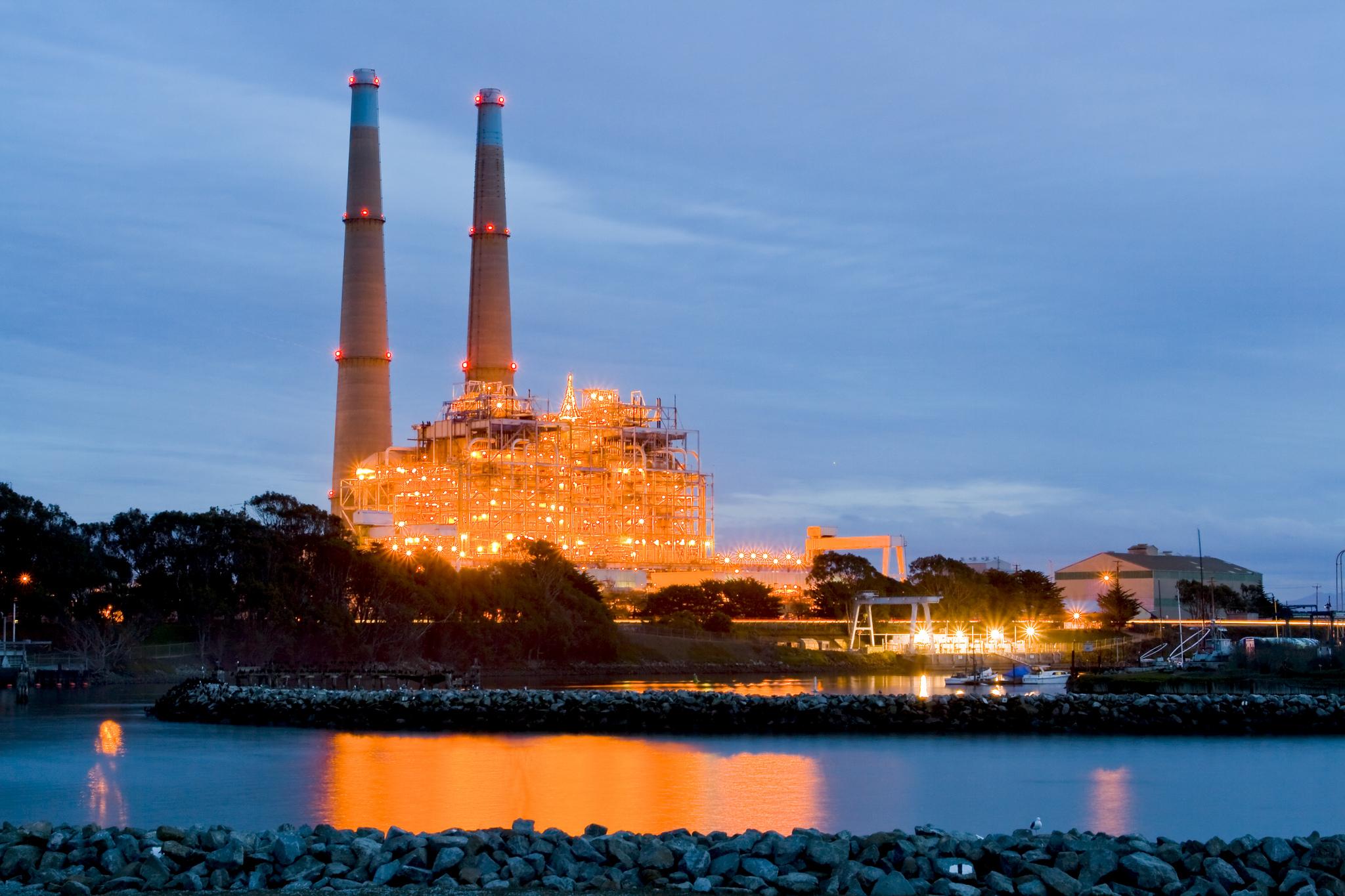 El desorbitado precio de cargar el mundo con energía 100 % renovable