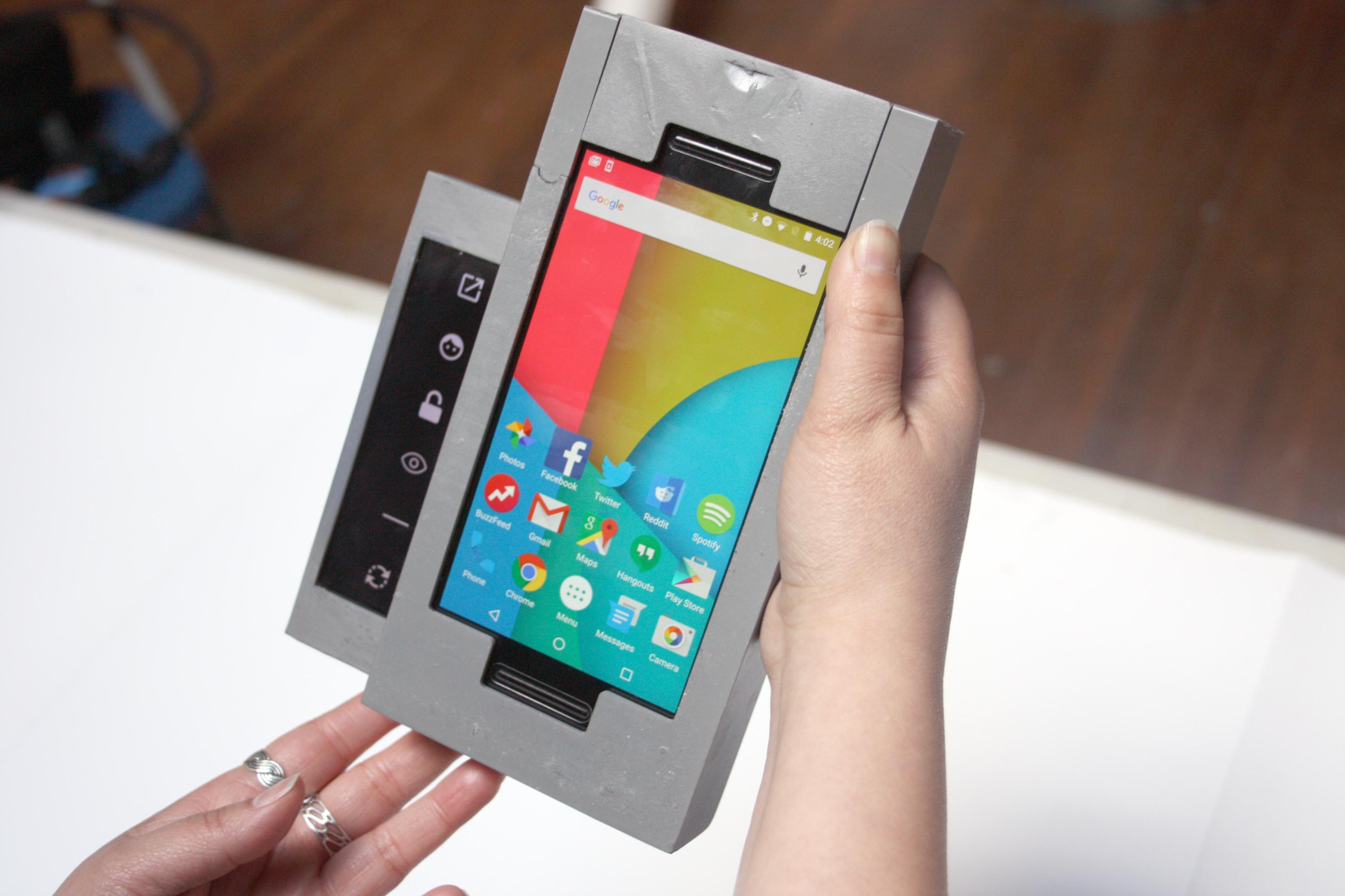 Este 'smartphone' con 'hijos' permite a los padres controlar qué hacen los suyos con el teléfono